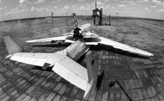 Navette-spatiale-russe-buran-transport-avion-01