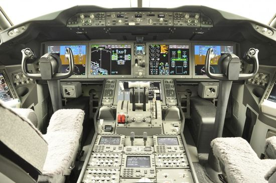 18-cockpit-avion-boeing-787-870x577