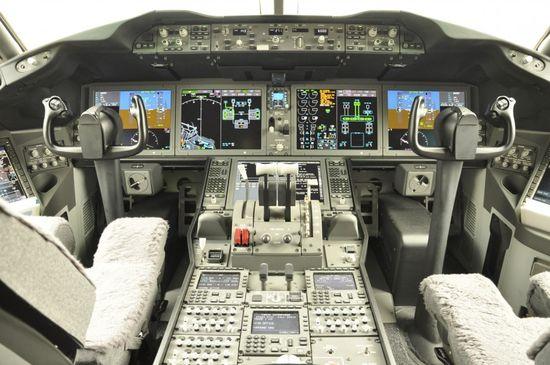 18-cockpit-avion-boeing-787-870x577