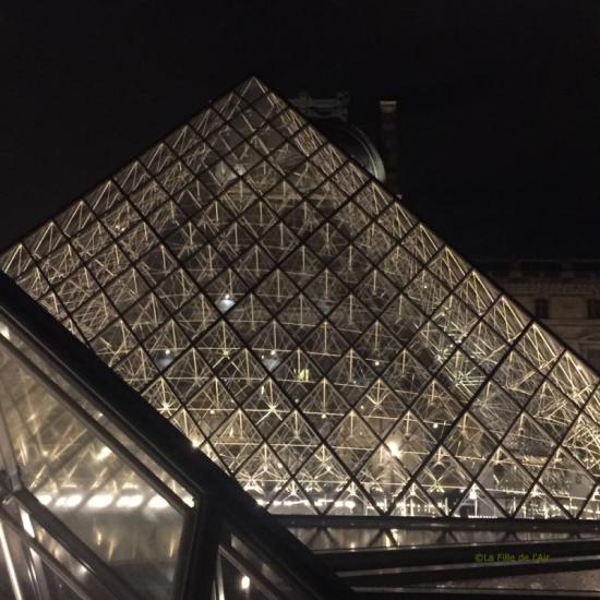 Pyramide du Louvre 4
