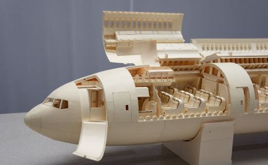 Detailed-Boeing-777-Made-of-Paper_14