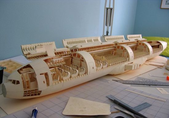 Detailed-Boeing-777-Made-of-Paper_23