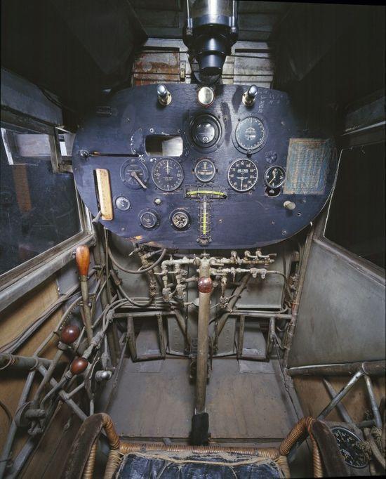 02-cockpit-avion-spirit-saint-louis-645x800