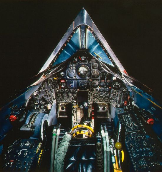 13-cockpit-avion-Lockheed-SR-71A-Blackbird-752x800