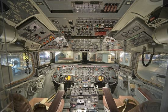 14-cockpit-avion-Douglas-DC-7-870x580