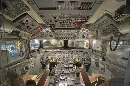 14-cockpit-avion-Douglas-DC-7-870x580