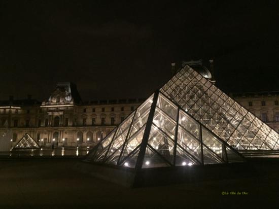Pyramide du Louvre 3